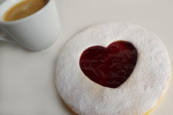 vegan cakery valentine's biscuit